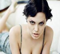 أنجلينا جولي تستأصل ثدييها للوقاية من سرطان الثدي Angelina Jolie