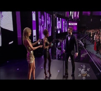2013 AMA: Taylor Swift presents Justin Timberlake Favorite Pop/Rock Male Artist 11/24/2013 HD