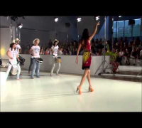 Adriana Lima para Desigual (080 Barcelona Fashion Week)