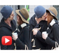 Andrew Garfield And Emma Stone SNAPPED Kissing In New York