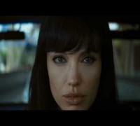 Angelina Jolie - Salt - Get Out Alive
