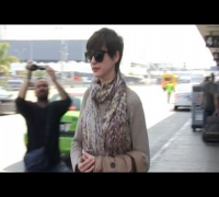 Anne Hathaway Jumps in Stranger's Car!