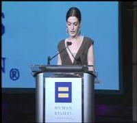 Anne Hathaway recibe el Premio de Aliados de HRC en 2008 (Subtitulado)