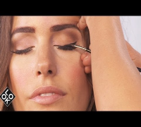 Audrey Hepburn Eyes: Beauty School with Louise Roe