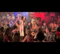 Cameron Diaz sings karaoke - My Best Friend's Wedding