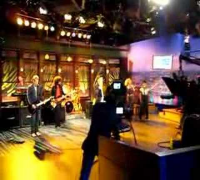 Crowd member dancing to Enrique on Carson Daly
