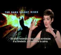 EL CABALLERO DE LA NOCHE ASCIENDE - Entrevista con Anne Hathaway - Oficial de Warner Bros.