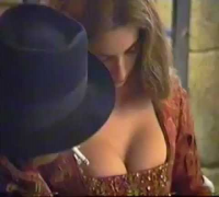 Escote de Penelope Adjusts her breasts sexy sex