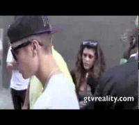 GTV: Justin Bieber LOVES his fans!