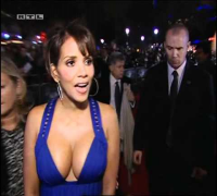 Halle Berry pregnant in blue dress - Amazing boobs