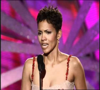 Halle Berry Wins Best Actress TV Movie - Golden Globes 2000
