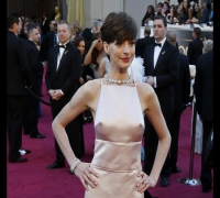 HORRID!! Oscars 2013: Anne Hathaway's NIPPLES bid for STARDOM (Worse Dressed Oscars 2013)
