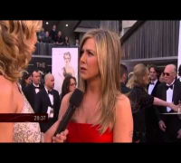 Jennifer Aniston & Jennifer Garner on Oscars Red Carpet 2013 SUB ITA