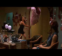 Jennifer Garner hits the pinata