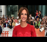 Julia Roberts Returns to the Red Carpet at August: Osage County Premiere