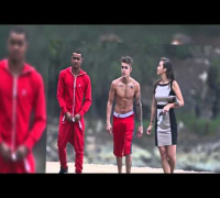 Justin Bieber Jumps Off Cliff in Hawaii