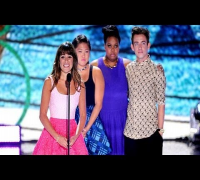 Lea Michele (Glee) at Teen Choice Awards Honors Cory Monteith With Tearful Speech (VIDEO)