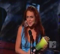 Lindsay Lohan wins at the 2004 MTV Movie Awards