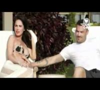 Megan Fox presume embarazo en traje de baño