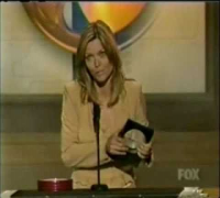 Michelle Pfeiffer wins Blockbuster Award 2001