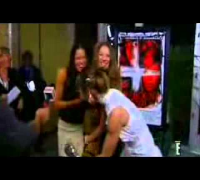 Michelle Rodriguez & Milla Jovovich RESIDENT EVIL World Premiere (2002)