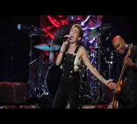 Miley Cyrus Performs 'Wrecking Ball'