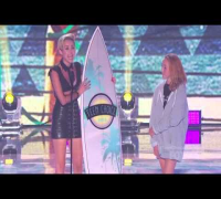 Miley Cyrus winning awards at the 2013 Teen Choice Awards (11th August)