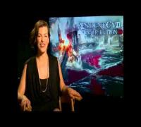 Milla Jovovich hablando en Español, presentando ResidentEvil 5.