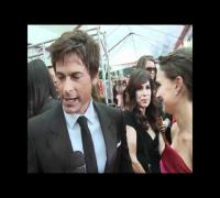 Natalie Portman 2012 Golden Globes Presenter Interview & Red Carpet HD