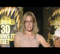 PIRANHA 3D's Elizabeth Shue and Kelly Brook Talk Gore