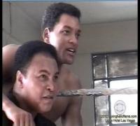 "Rare Will Smith spars with ""The Greatest"" Muhammad Ali - Plus Jamie Foxx"