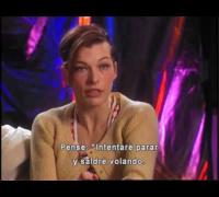 Resident Evil Apocalipsis - caida de Milla Jovovich