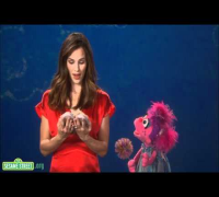 Sesame Street: Jennifer Garner - Galoshes