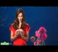Sesame Street: Jennifer Garner - Galoshes