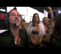 The Victoria's Secret Fashion Show 2005  Part 1- Sexy Santa Helpers [HD]