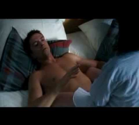 topher grace & anne hathaway (bed scene)