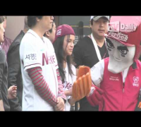 [tvdaily] Hollywood actress Michelle Rodriguez, the korea pro baseball game
