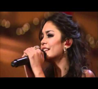 Vanessa Hudgens, Ne-Yo & Katharine McPhee - Santa Claus is Coming to Town (live)