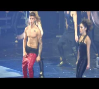 WHOA! Justin Bieber Loses His Pants On-Stage
