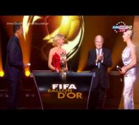 """(www.Shakira-Argentina.com.ar) Shakira entregando premio en la gala """"Balón de Oro 2011"""""""